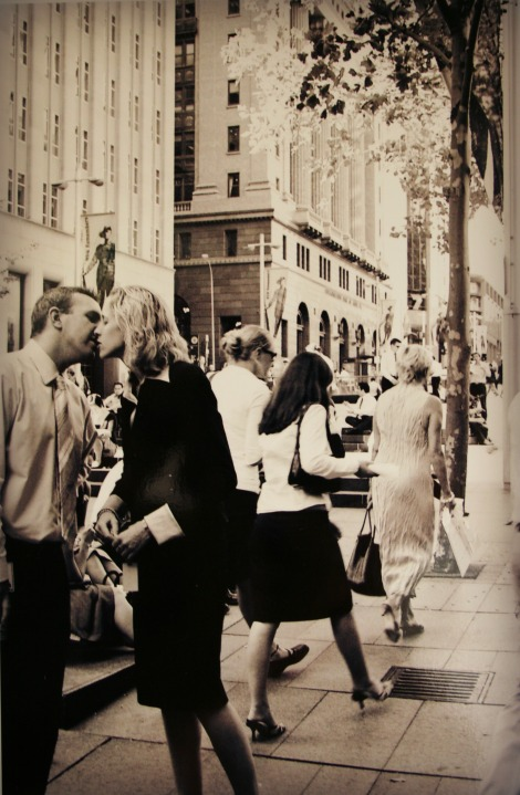 couple kissing in Martin Place, Sydney