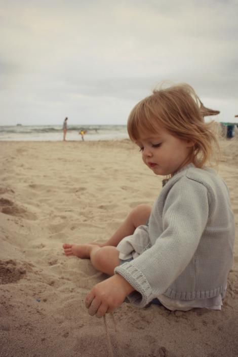 Girl on Cala Millor Mallorca | bluebirdsunshine
