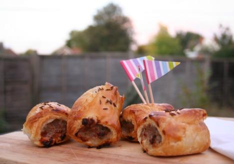 Super Easy Sausage Rolls | Bluebirdsunshine