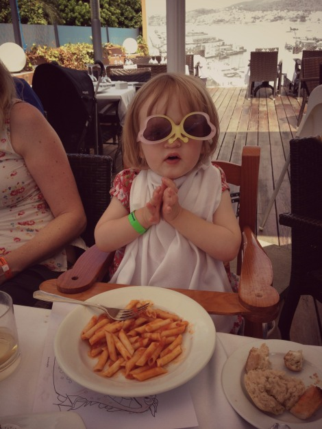 Toddler lunch style Can Eduardo Palma | bluebirdsunshine