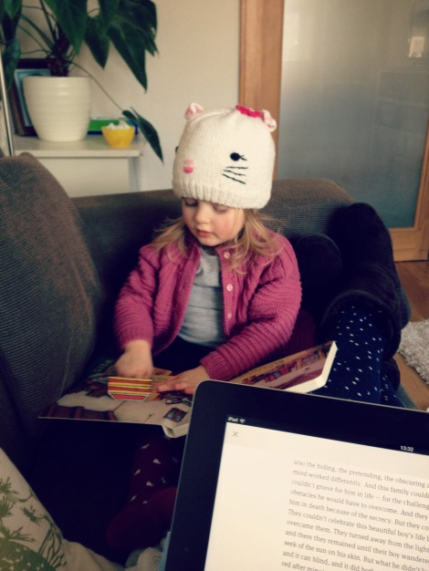 girl and mum reading | bluebirdsunshine