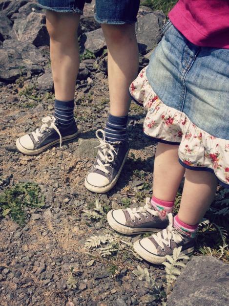 siblings feet | bluebirdsunshine
