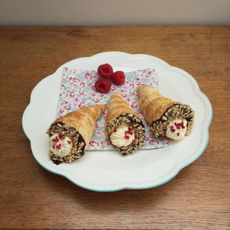 Raspberry Cream Horns | bluebirdsunshine