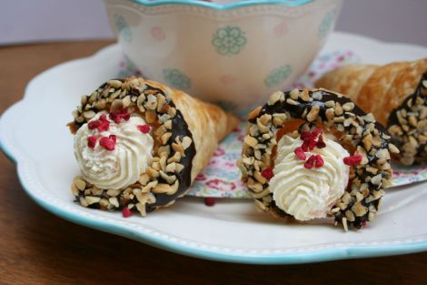 Raspberry Cream Horns   Bluebirdsunshine